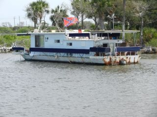 Redneck Yacht club member