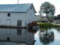 An interesting pontoon boat!